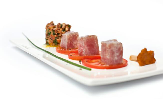 pfifferlingssalat mit mariniertem thunfisch und tomaten carpaccio lifestyle by v zug ag. Black Bedroom Furniture Sets. Home Design Ideas
